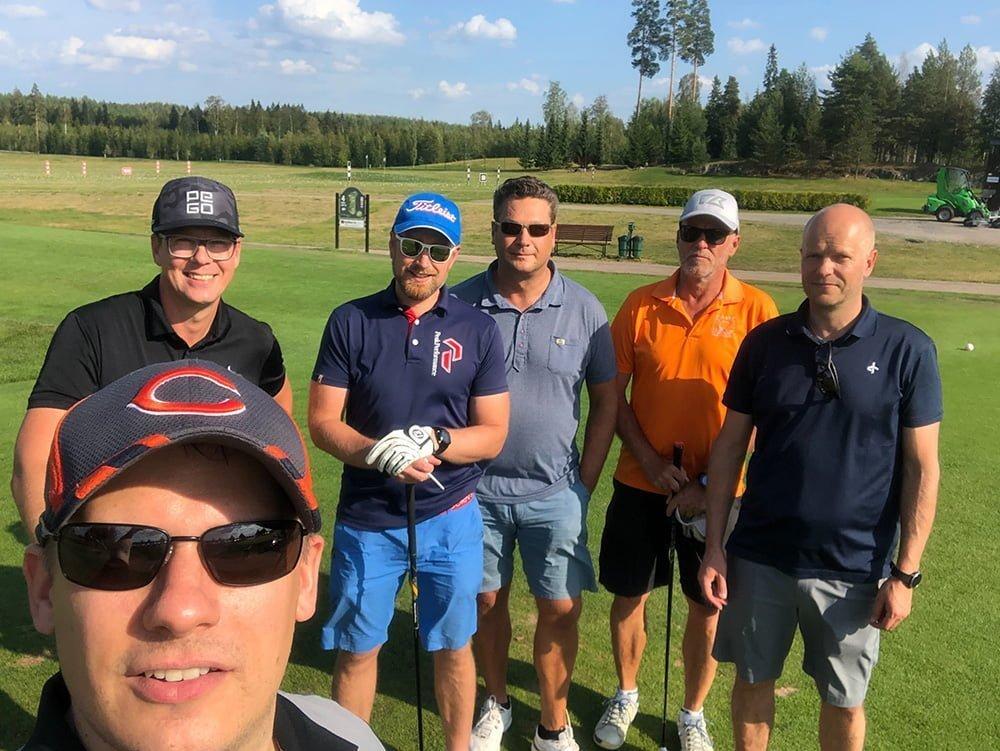 kuva golffareista